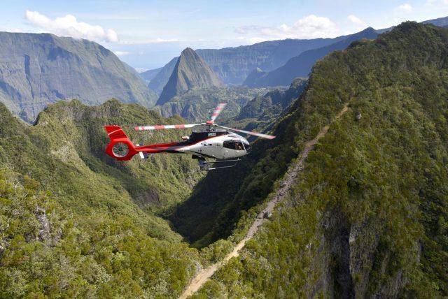 Un survol en hélicoptère de la Réunion